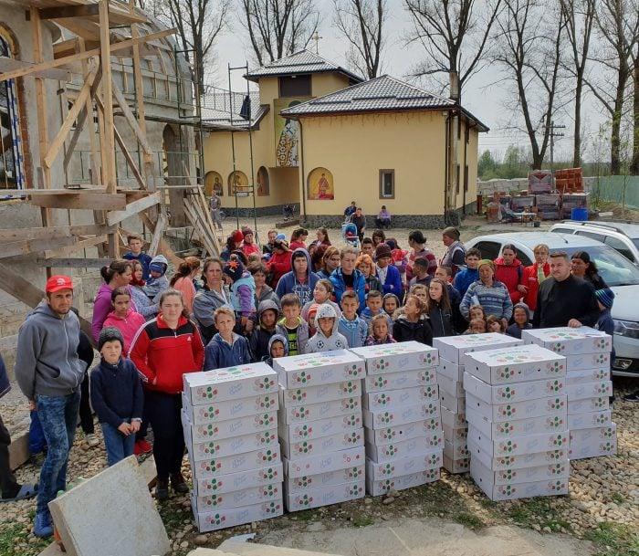 Photo of Hizmet gönüllüleri, Romanya'da 6 bin aileye çifte bayram yaptırdı