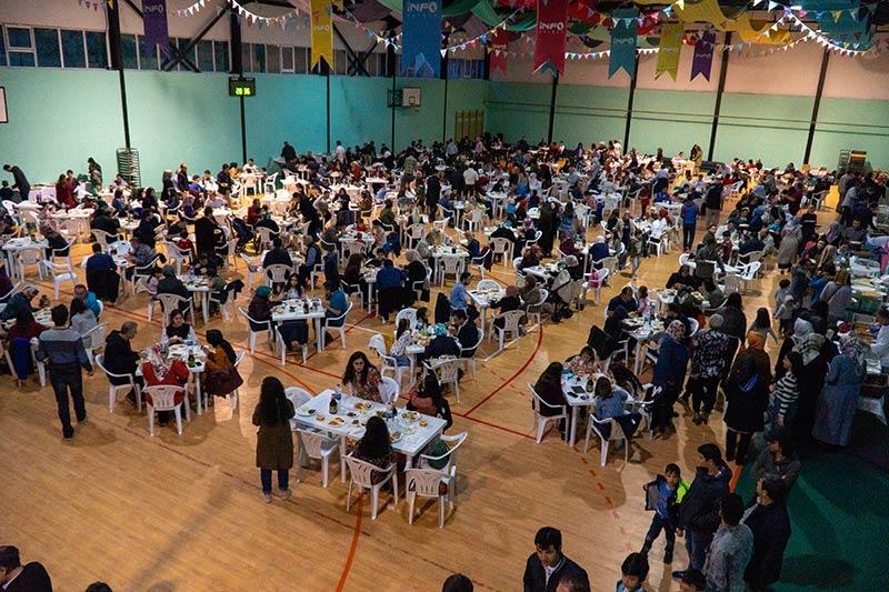 Photo of Romanya'daki Hizmet gönüllüleri ilk iftarı birlikte açtı