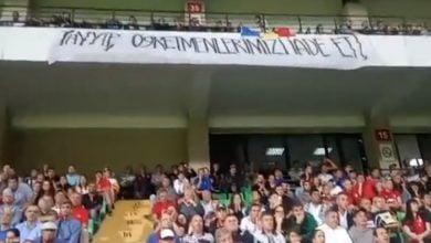 Photo of Moldova maçında ilginç pankart