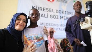 Photo of Afrika'da binlerce kişiye şifa dağıtıyor