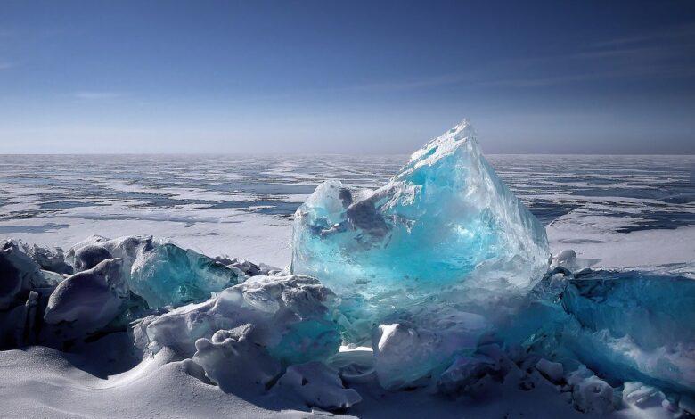 Buzlar Sır Vermiyor | Safvet Senih 1