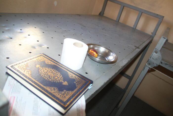 Boynu bükük kalan Kur'an | İsmet Macit 4