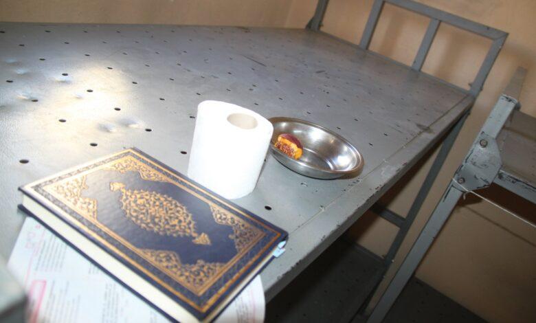 Boynu bükük kalan Kur'an | İsmet Macit 1