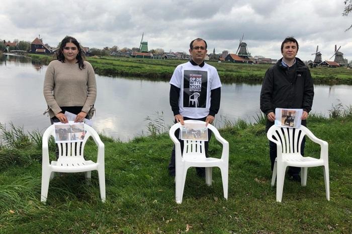 Beyaz sandalyede ölüm Hollanda'da kınandı 1