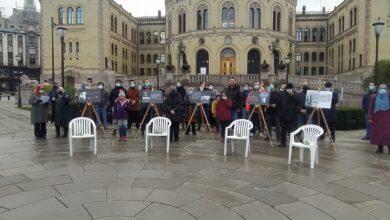 Oslo'da beyaz sandalye eylemi: ARTIK YETER 7