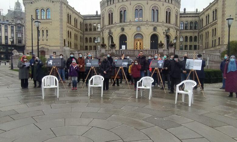 Oslo'da beyaz sandalye eylemi: ARTIK YETER 1