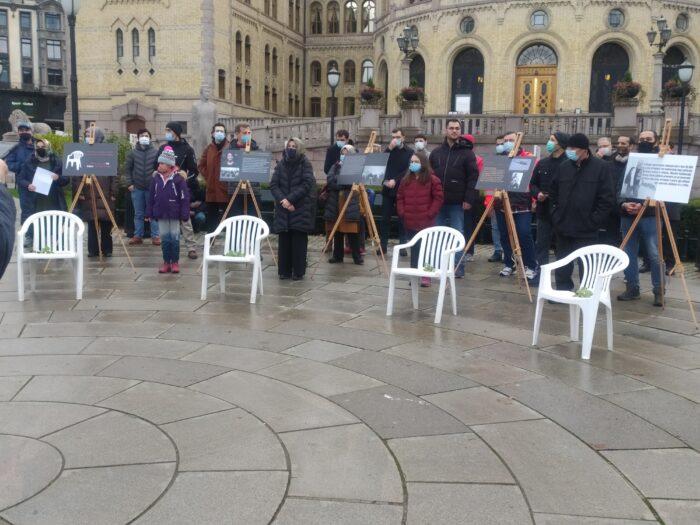 Oslo'da beyaz sandalye eylemi: ARTIK YETER 2
