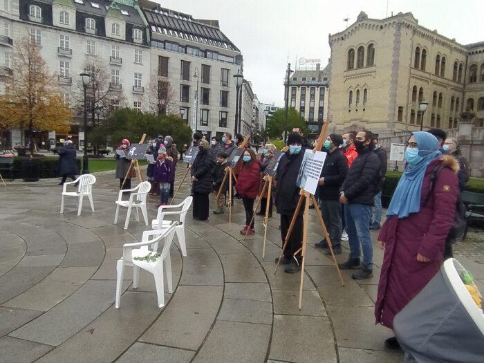 Oslo'da beyaz sandalye eylemi: ARTIK YETER 3