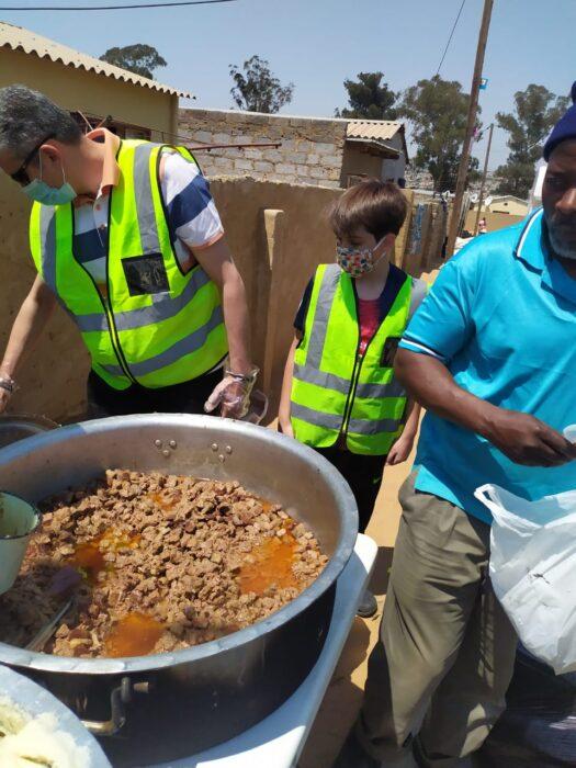 Teneke evlerde kalanlara gıda yardımı | Türkmen Terzi-G.Afrika 2