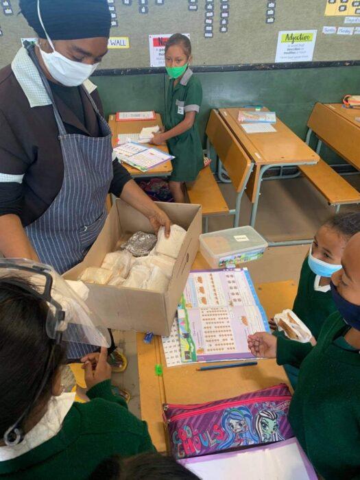 G.Afrika'daki Hizmet kurumlarından Sandviç kampanyası 3